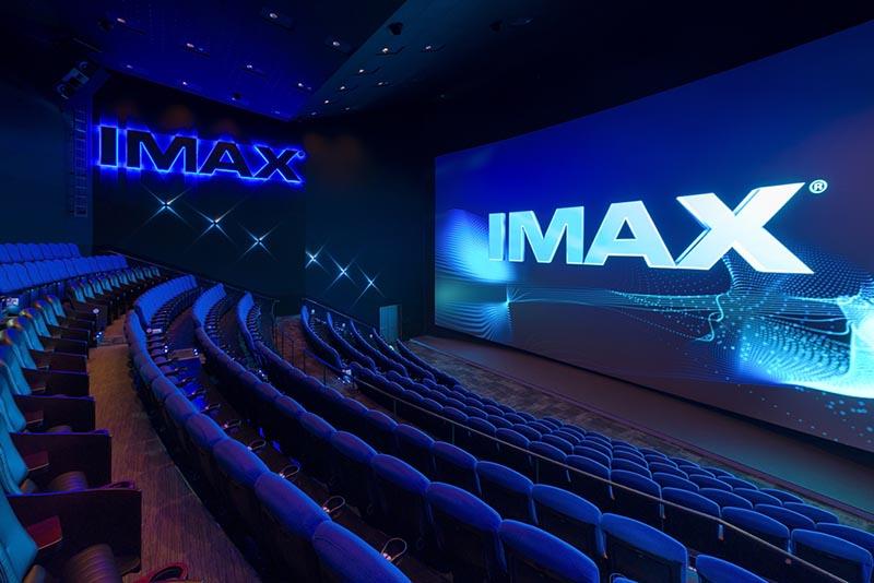 IMAXシアターの座席は「スタジアム形式」