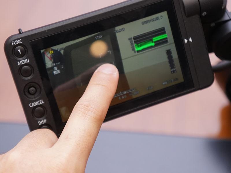 新モニター「LCDモニター LM-V1」を搭載した場合は、ピントを合わせたい被写体をタッチフォーカスでダイレクトに選択可能