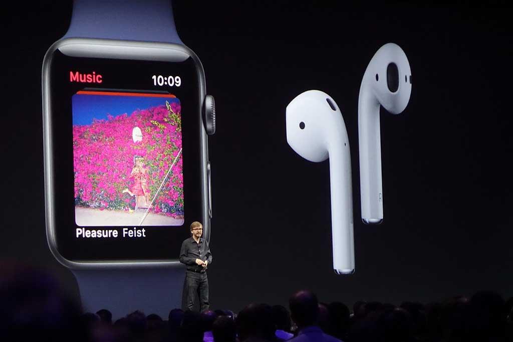 エクササイズ中に音楽を聴く人も多いので、Apple Watchでの音楽機能は、AirPodsとの連携を軸に強化。プレイリストの自動同期などが行われる。