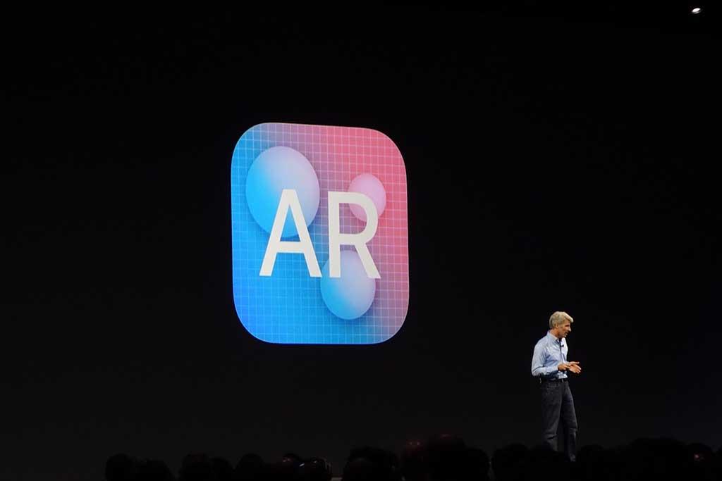 iOS11にARのためのフレームワーク「ARKit」が登場。iPhoneだけで特別な機器を使わず、かなり精度の高いARが実現できるようになる