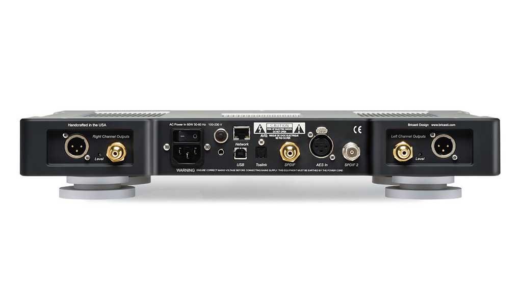 ネットワーク入力やUSB、XLR入力、XLRバランス出力などを装備