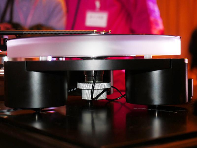 プラッターは磁力で浮かせるフローティング式