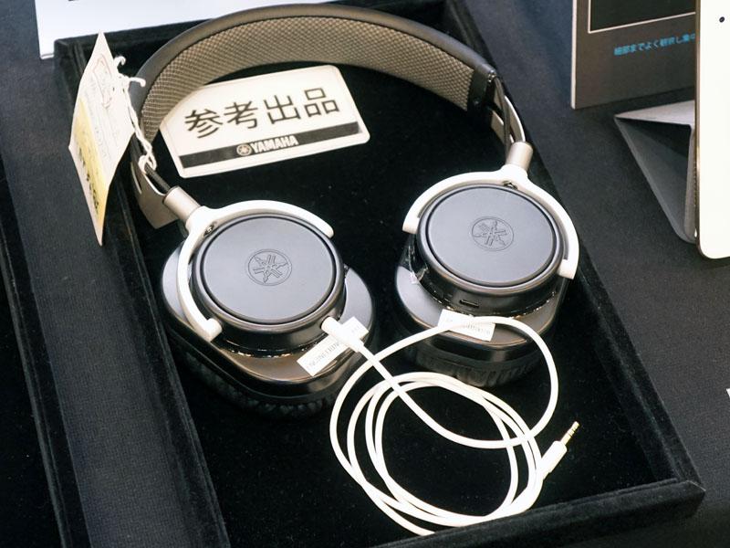 Bluetoothのイヤフォン、ヘッドフォンも参考展示していた