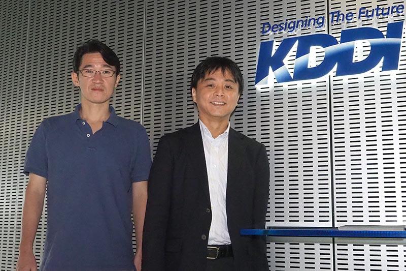 KDDIの宮地悟史氏(右)と金 山氏(左)