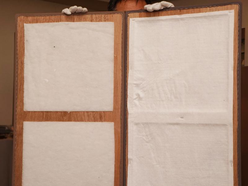 パネルを開いたところ。右側にミスティックホワイト、左側にミクロングラスを使っている