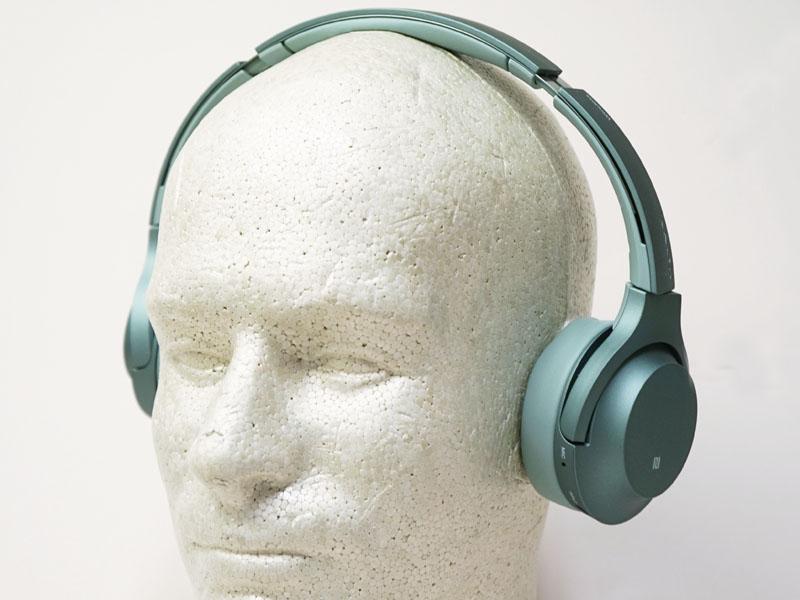 H800はオンイヤーながら、力強い低音に特徴がある