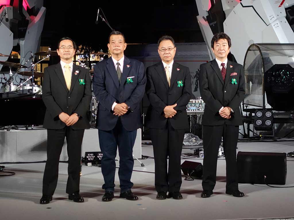 (左から)東京港埠頭 常務取締役の前田敏宣氏、サンライズの代表取締役社長 宮河恭夫氏、創通 代表取締役社長の出原隆史氏、バンダイ 代表常務取締役の垰義孝氏