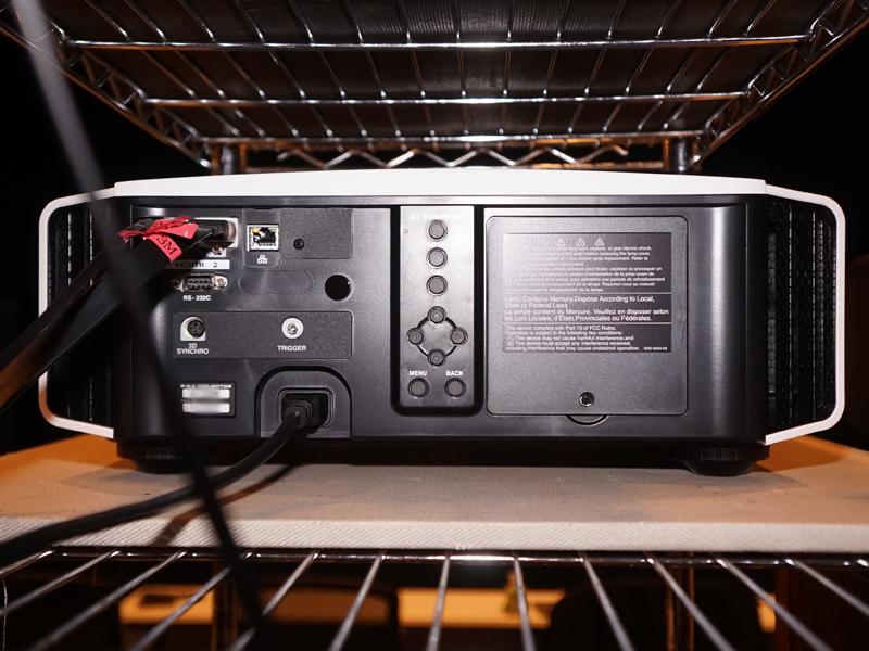 DLA-X590Rの背面
