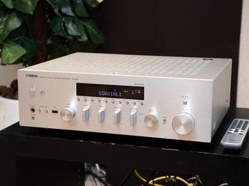 """理想的""""じゃない""""部屋で良い音を、自動補正YPAOで2ch再生を変えるヤマハのアンプ「R-N803」 自動音質補正「YPAO」を搭載したネットワークプレーヤー搭載2chアンプ「R-N803」"""