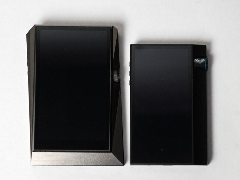 左がAK380、右がAK70 MKII