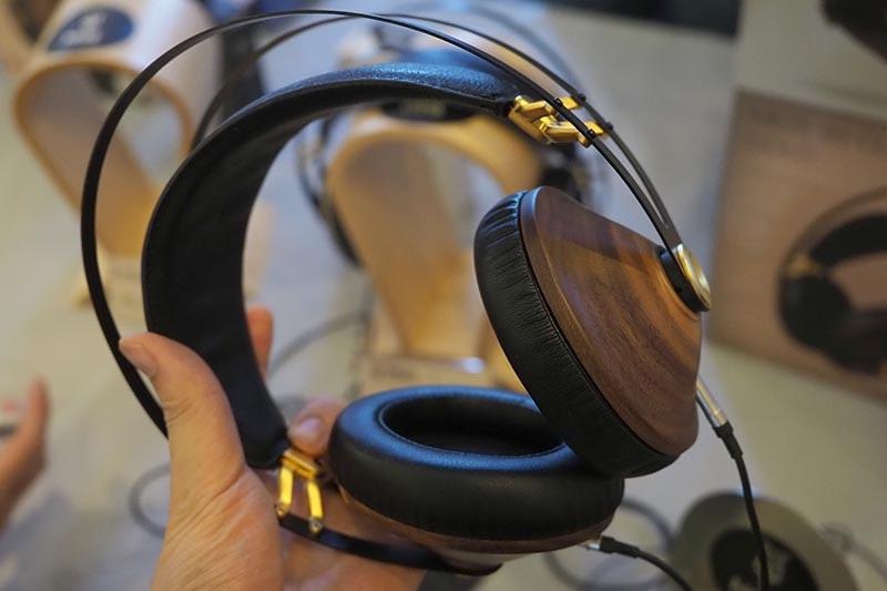 MEZE AUDIOのヘッドフォン「99 CLASSICS」