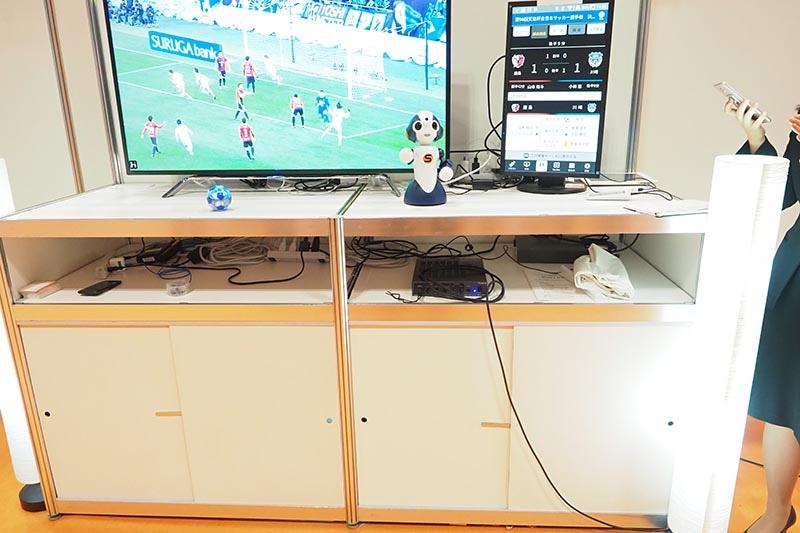 サッカーで得点が入ると、照明やロボットなど家にあるIoT製品が連動
