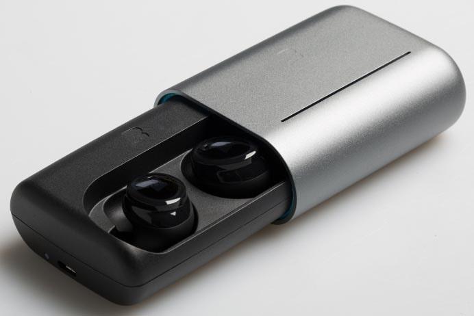 バッテリ内蔵のケースが付属