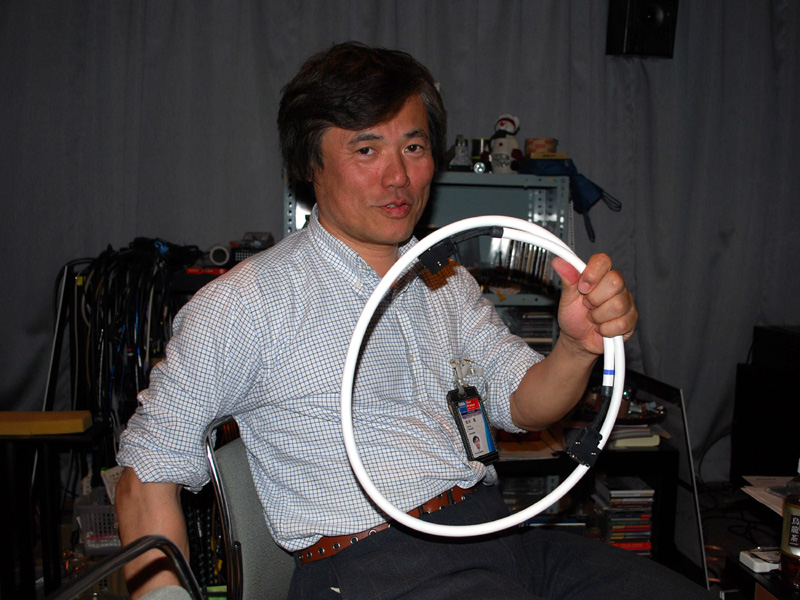 "<p align=""center""><small>かないまること金井隆氏</small>"