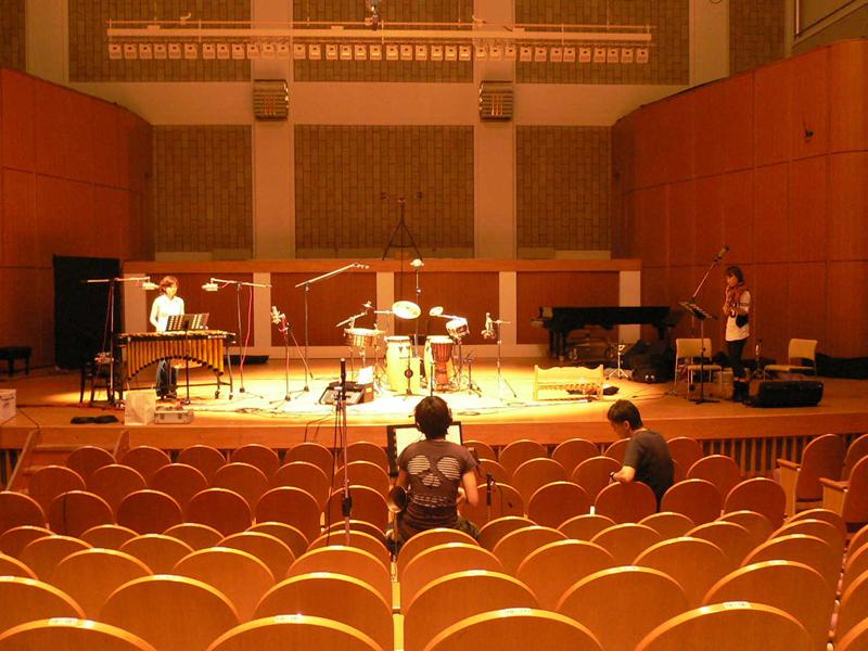 """<p align=""""center""""><small>秩父ミューズパーク音楽堂ホールでもレコーディング</small>"""