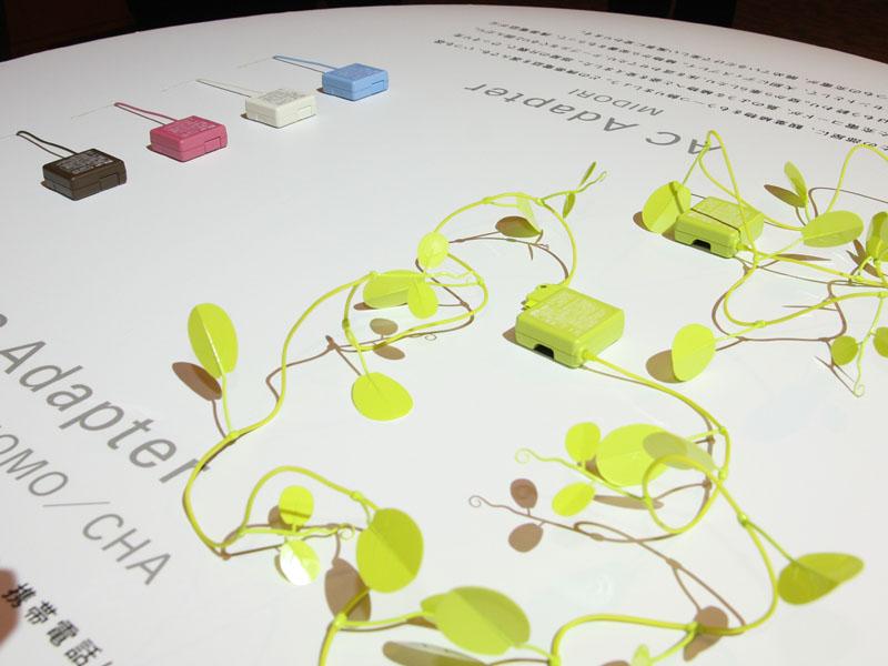 緑色のツタのようになった遊び心のあるACアダプタ「MIDORI」など