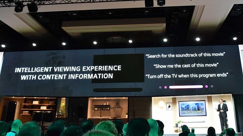 「リモコンを押して操作する」から「テレビに話しかけて操作する」へと操作インターフェースを刷新させる、と自信を見せる