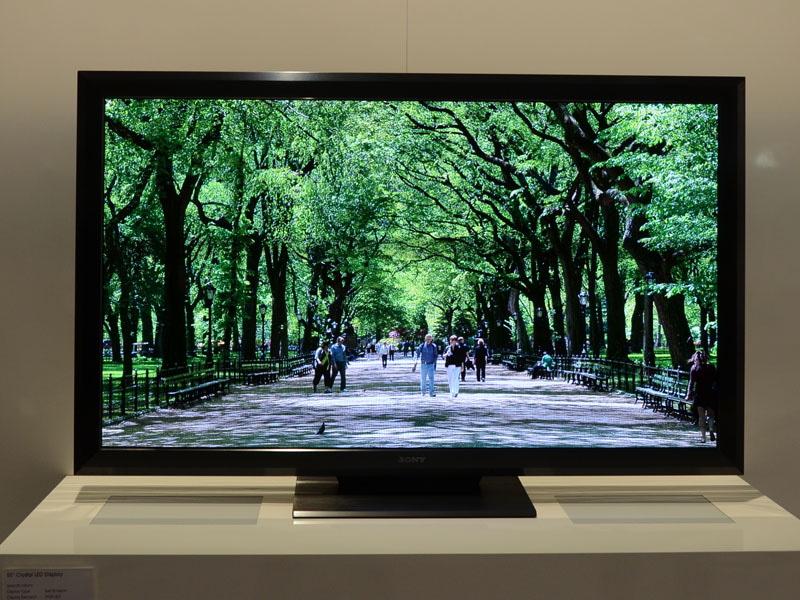 2012年に展示された、ソニーの「Crystal LED Display」。一般的な家庭用サイズで一般向けにマイクロLEDディスプレイが出展されたのはこの時が最初だった