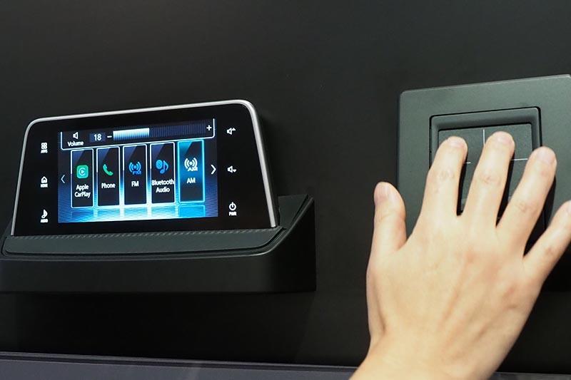 CarPlayと連携するタッチパッドのコントローラ