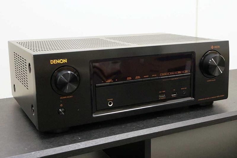AVR-X1400Hの外観。フロントパネルはデノンのAVアンプのデザインを踏襲したもので、開閉式の隠しパネルが省略されているのが違い