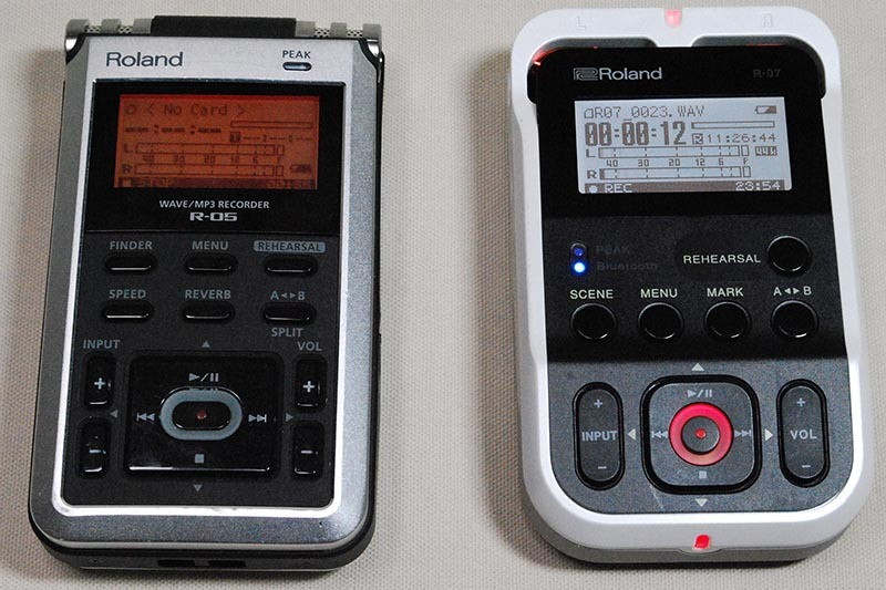 左が従来機種のR-05、右が新機種のR-07