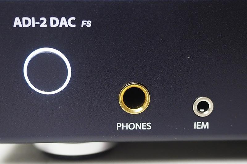 ヘッドフォンは標準とIEM(ステレオミニ)の2系統