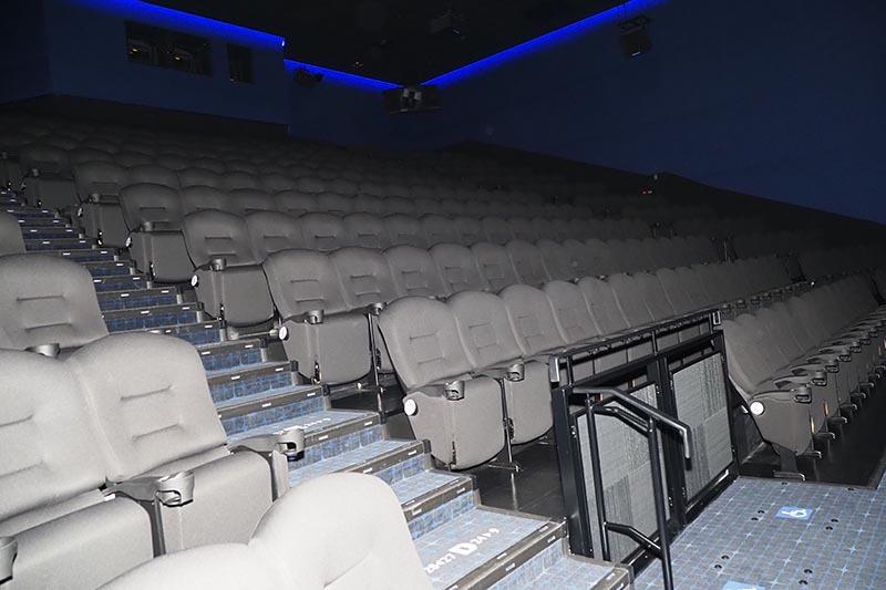 IMAX採用のスクリーン4