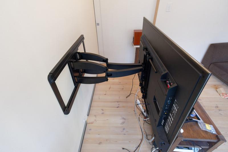 壁に近い状態よりも、壁から離した状態(下)の方が壁にかかる負担は大きくなる