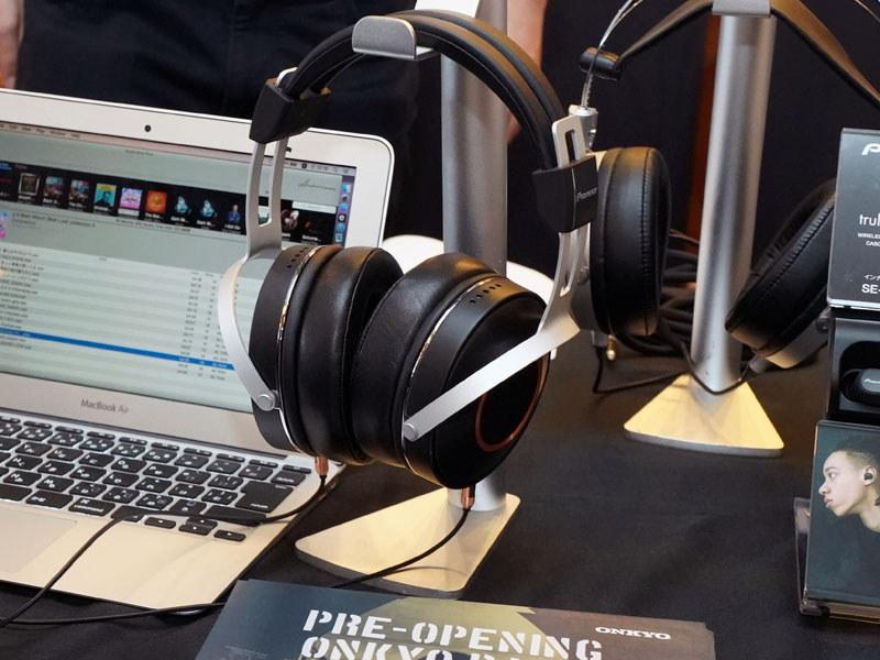 マグネシウム振動版を搭載したヘッドフォン。外観は実際の製品とは異なる