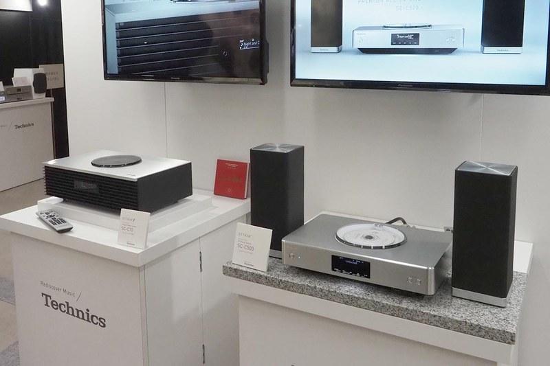 テクニクスのプレミアムクラスで展開しているオーディオシステム「OTTAVA」の「SC-C70」(左)や「SC-C500」(右)も展示されている