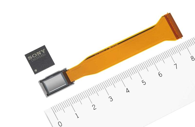 フルHD SXRDの「SXRD241A」(下)とLSIの「CXD3554GG」(上)