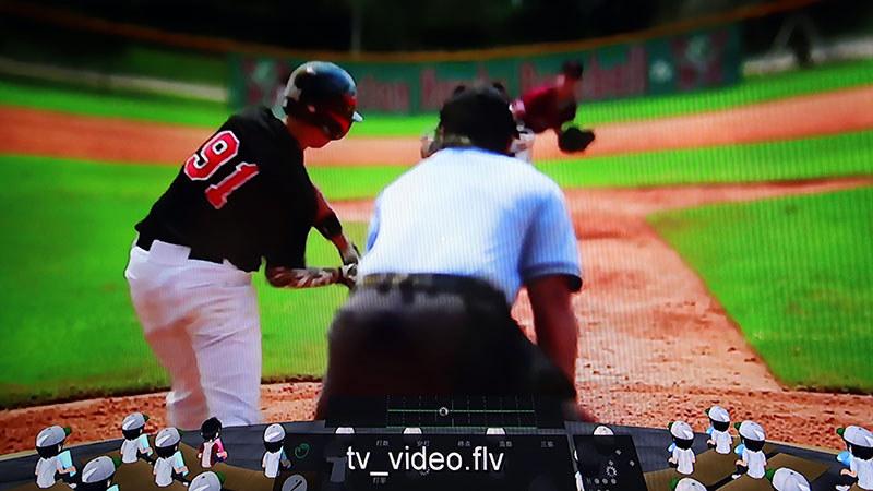 試合のライブ配信を、CGによるVR空間の映像の中に重ねている