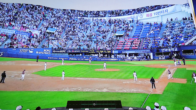 VR空間でビジター三塁ベンチ横からライブ配信を観る