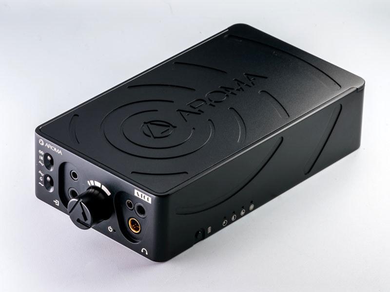 AROMAブランドのポータブルヘッドフォンアンプ「A100」