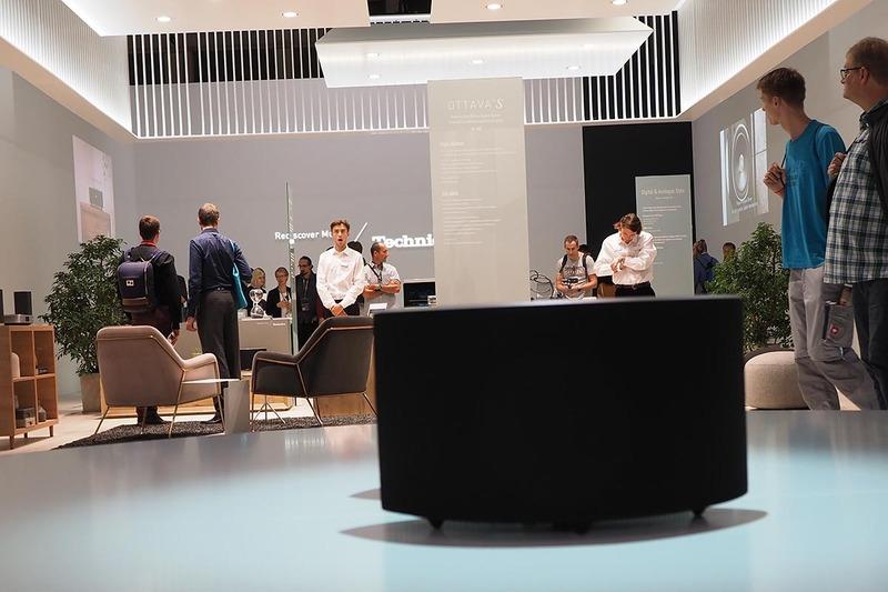 「OTTAVA S SC-C50」などが展示された、パナソニックブースのTechnicsコーナー