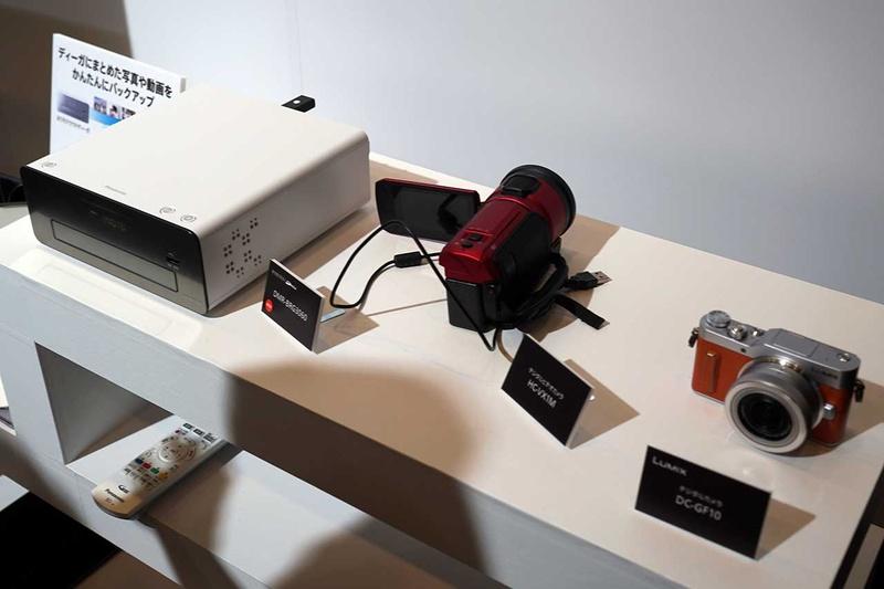 本体のボタンでUSB接続したカメラの写真や動画を取り込み