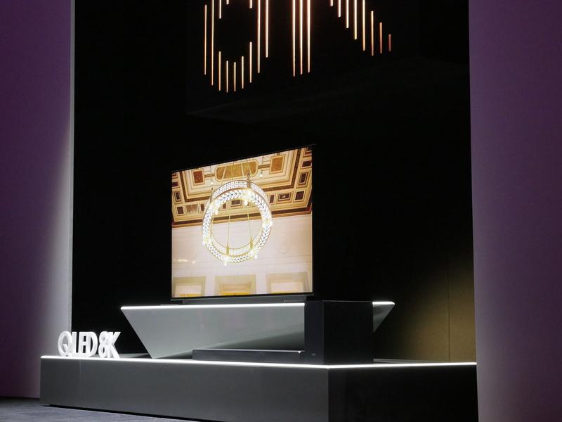 目玉製品として発表された8Kテレビ。4Kなどのアップコンバートを主な用途としており、8Kのネイティブ入力は装備されていない。言うなれば、8Kを使ったフラッグシップ4Kモデルだ