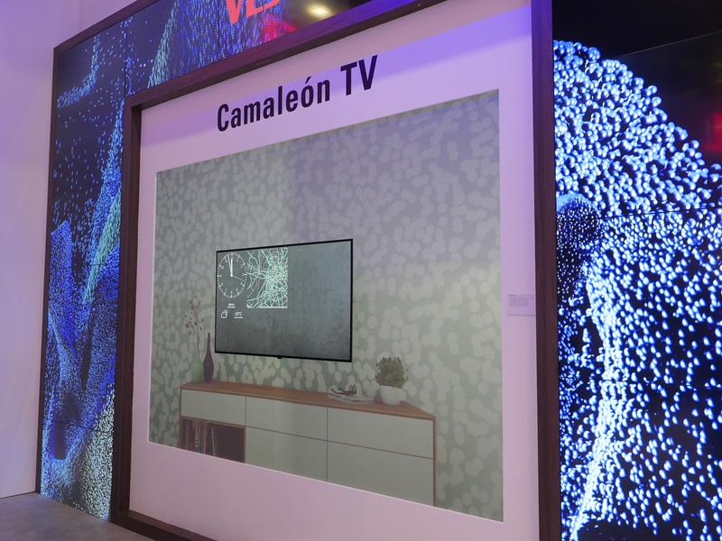 VESTELも「Camaleon TV」と銘打って同様の提案を展示。どうやら同社はマーケティングにおいて、サムスンの熱心なフォロワーの様子だ