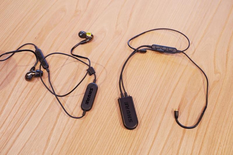 左が既存の「RMCE-BT1」、右が上位モデルの「RMCE-BT2」