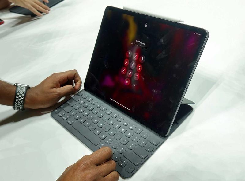 iPad Pro 12.9インチ用のSmart Keyboard Folio。