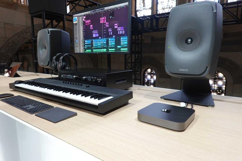 音楽制作のやめに、キーボードやミキサーとセットで使うことを想定した展示も