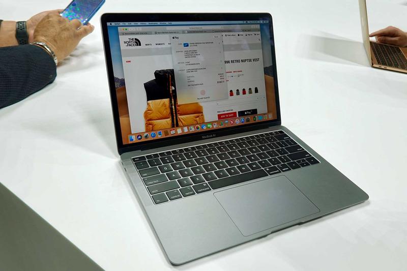 MacBook Air(スペースグレー)。