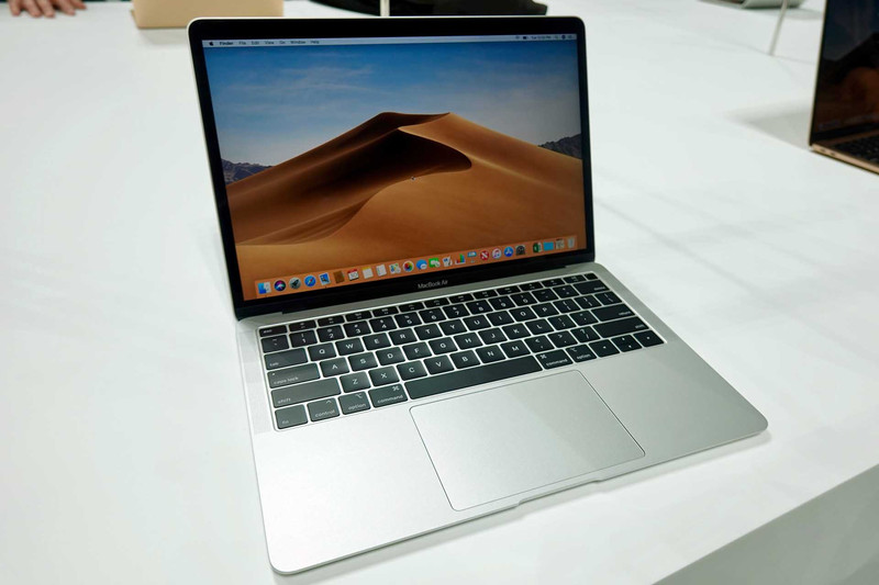 MacBook Air(シルバー)。