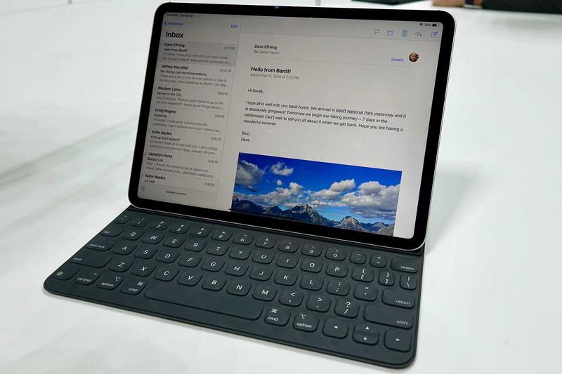 iPad Pro 11インチ用のSmart Keyboard Folio。エンターキーなどのサイズは、12.9インチより小さくなる。