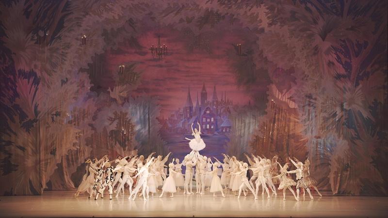 BS 8Kのマリインスキー・バレエ「くるみ割り人形」。8Kで舞台を捉えると、引き映像で舞台全景と各ダンサーとを同時に確認できる。舞台芸術にとって、これは極めて重要なことだ<br>(C) NHK/Mariinsky Theatre