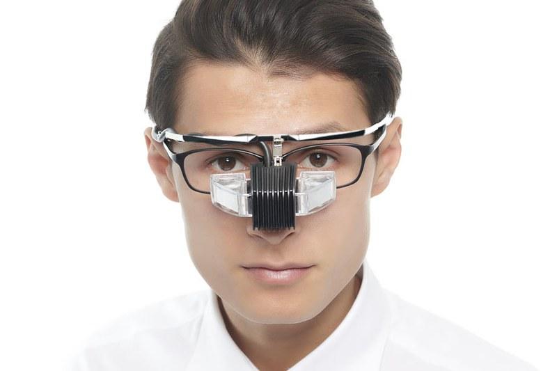 メガネ型ウェアラブル端末「b.g.」装着イメージ