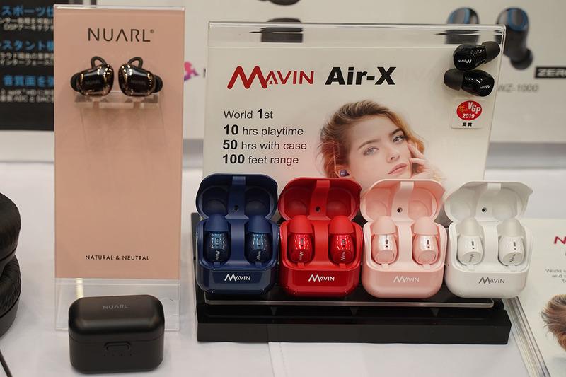 左が「NT01AX HDSS TRUE WIRELESS STEREO EARPHONES」、右がソフトバンクセレクションとして発売される「Mavin Air-X」