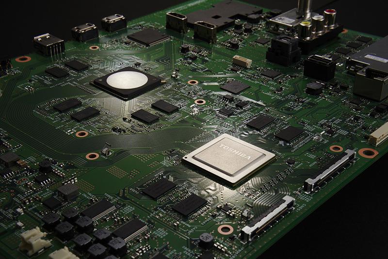 Z720Xの映像エンジンもX920同様に「レグザ・エンジンEvolution PRO」を採用する。写真上側のチップが「レグザ・エンジンEvolution」で、上下の2チップを組み合わせたシステムが「レグザ・エンジンEvolution PRO」として呼称される