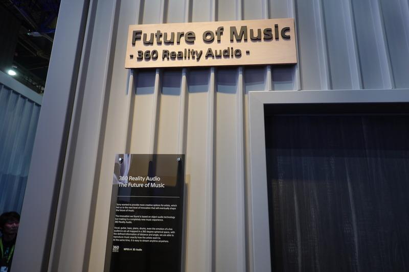 ソニーブースの360 Reality Audioのデモブース。スピーカーとヘッドフォンの両方で、この規格向けに作られた音楽を体験できる