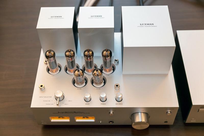 大型トランスは真空管アンプのアイコンであると同時に、音質を左右する重要なパーツだ